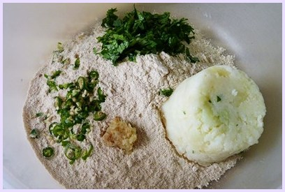 rajgira atta, mashed potato, ginger, green chili and cilantro in a bowl