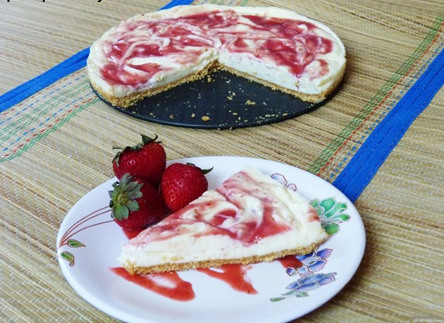 Eggless no-bake strawberry cheesecake