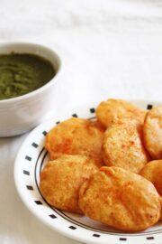 aloo pakora - aloo bajji - potato fritters