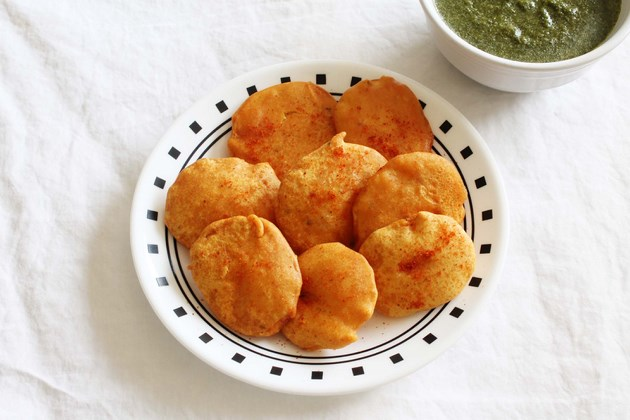 Aloo pakora recipe (How to make aloo pakora), aloo bhajji, potato pakora