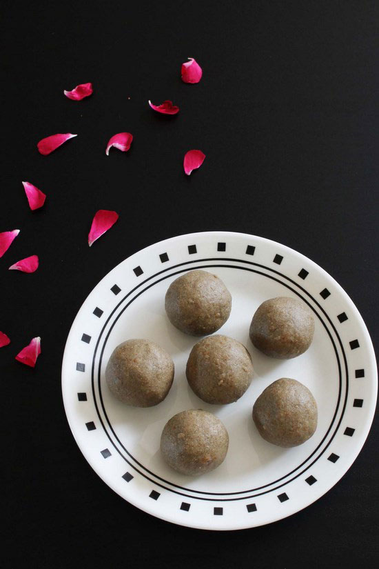 Kuler ladoo recipe (How to make kuler ladoo), bajra flour ladoo
