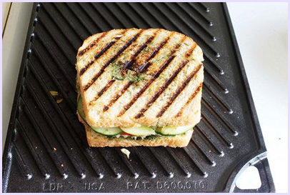 Vegetable grilled sandwich - Mumbai Style