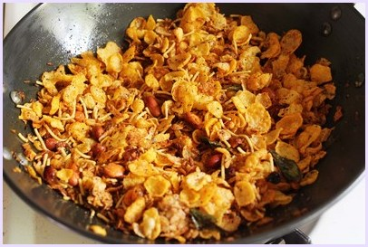 cereal chivda ready in a pan