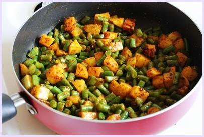 Aloo Beans Recipe | How to make Punjabi Potato green beans Subzi
