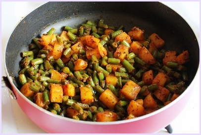 Aloo Beans Recipe | How to make Punjabi Potato green beans Subzi