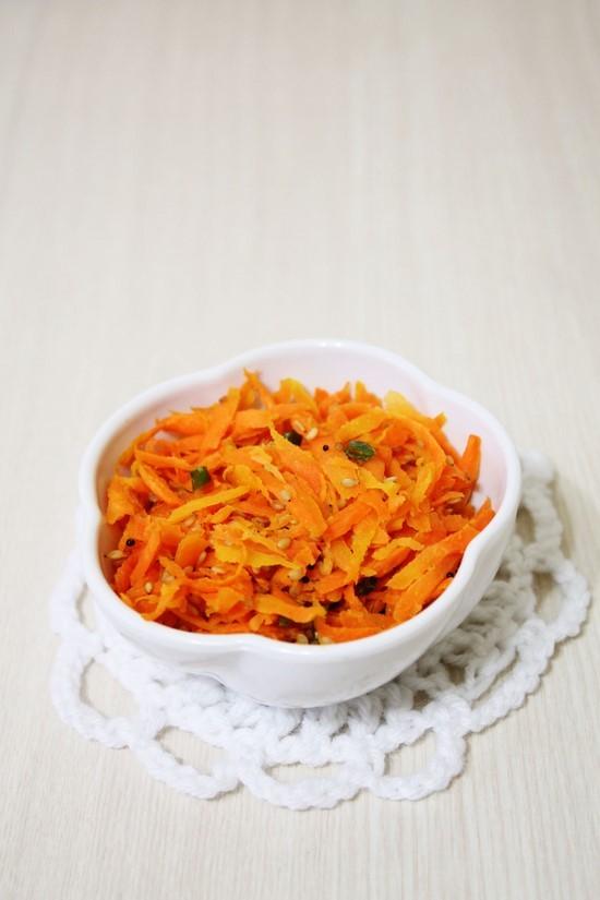 Carrot Sambharo Recipe | How to make Gujarati warm carrot salad