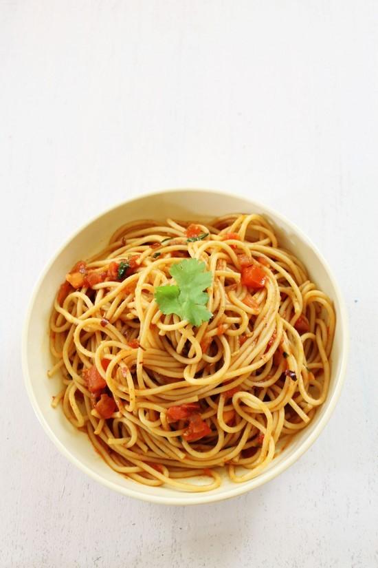 Spaghetti with Spicy Tomato Sauce recipe | Pasta Recipe