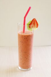 Strawberry Kiwi Smoothie Recipe | Summer beverage recipes