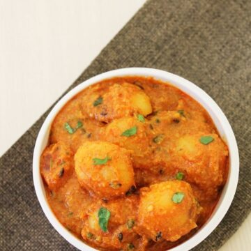 Lasaniya Batata Recipe | Gujarati style baby potatoes with garlic