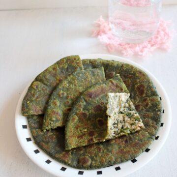 Palak paneer paratha recipe | Paneer stuffed palak paratha recipe