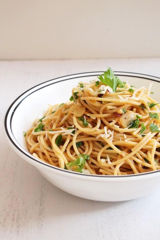 Spaghetti aglio e olio recipe | Spaghetti with Garlic and Oil