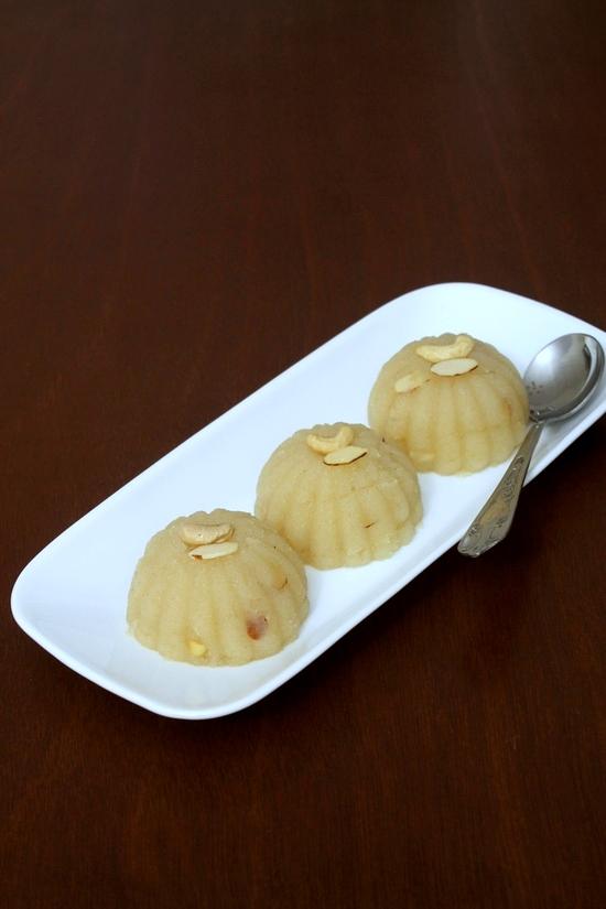 रवा शीरा बनाने की विधि (Sheera Recipe in Hindi) सूजी का हलवा