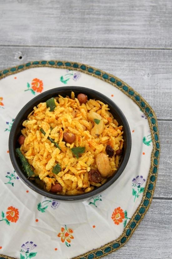 Chivda recipe | Fried poha chivda (Chiwda) | Diwali Namkeen recipe