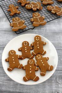 Eggless gingerbread men cookies recipe   Christmas cookies