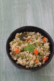 This mixed vegetable quinoa upma is light on stomach yet filling and satisfying one pot meal/breakfast.