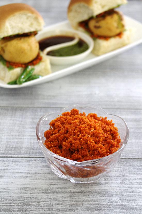 सुखी लहसुन की चटनी रेसिपी (Dry Garlic chutney recipe in Hindi), वडा पाव चटनी