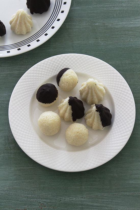 Coconut modak recipe (How to make coconut modak, chocolate covered)