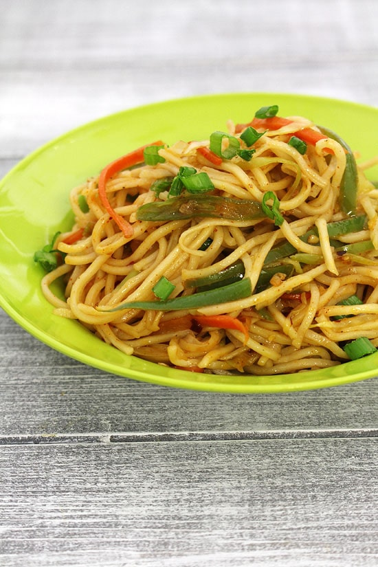 Hakka noodles recipe (How to make veg hakka noodles recipe)