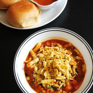 Misal Pav Recipe (How to make Misal pav), Maharashtrian Misal Pav