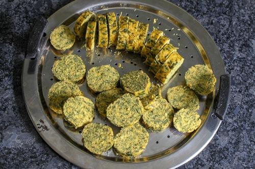 sliced kothimbir vadi
