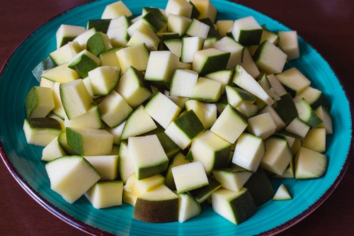raw mangoes cut into 1-inch cubes