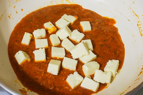 adding paneer to makhani sauce