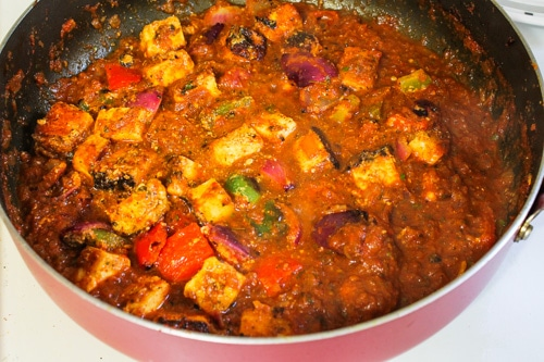 mixing grilled paneer and veggies to the gravy
