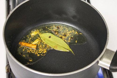 tempering of spices for pulao