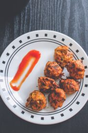 Dill leaves pakoda in a plate with ketchup on side