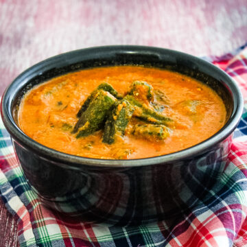 Bhindi curry in a bowl with napkin underneath the bowl.