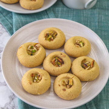 Nankhatai arranged in a plate with napkin underneath.